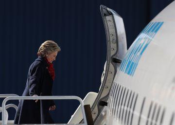 'Turbulencias' en el avión de campaña de Hillary