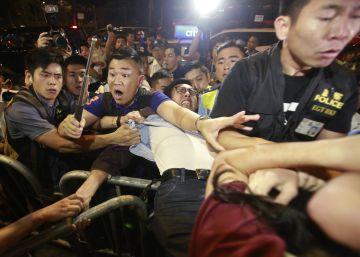 Pekín impide jurar su cargo a dos diputados independentistas de Hong Kong