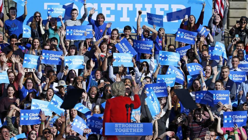 Seguidores de Clinton reaccionan durante uno de sus mítines este lunes.