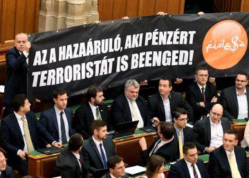 El Parlamento húngaro rechaza la prohibición de la acogida de refugiados