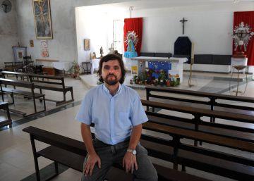 El cura argentino más cercano al Papa apoya el cannabis medicinal