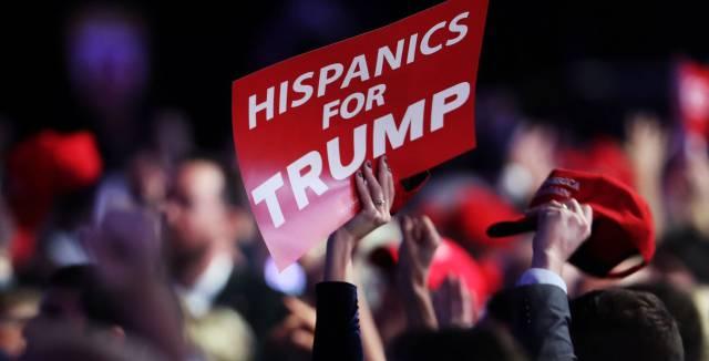 Un grupo de hispanos apoya a Donald Trump.