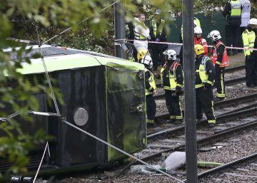 Siete muertos y 50 heridos al descarrilar un tren en Londres en plena hora punta
