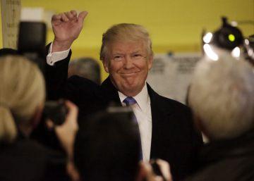 Donald Trump saluda a sus seguidores en Nueva York.