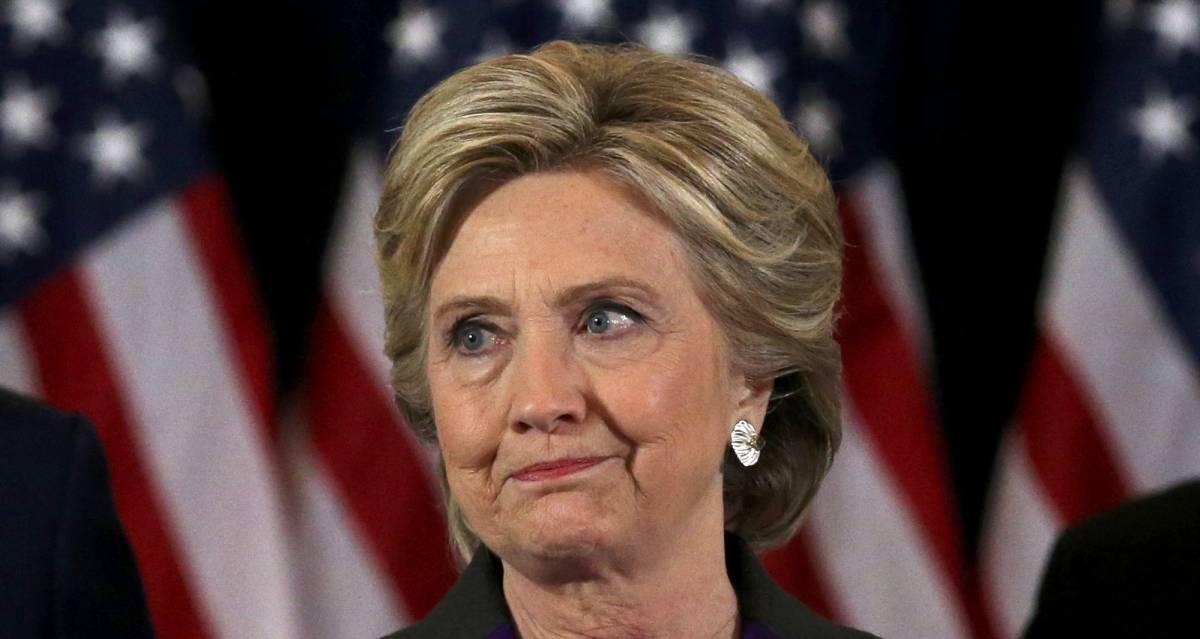 Hillary Clinton se dirige a sus seguidores tras perder la carrera a la Casa Blanca