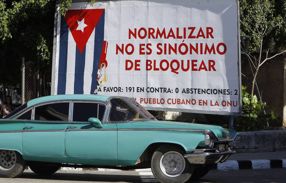 Un cartel alusivo al bloqueo de EEUU contra Cuba, en La Habana.