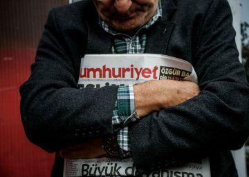Nueva detención en 'Cumhuriyet', una de las últimas voces contrarias a Erdogan