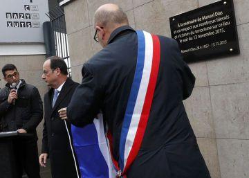 La lectura de los nombres de los 130 asesinados rompe el silencio de París