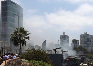 Cinco muertos por un incendio en un exclusivo centro comercial de Lima