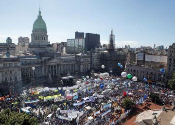 Los sindicatos peronistas recuperan la calle contra Macri