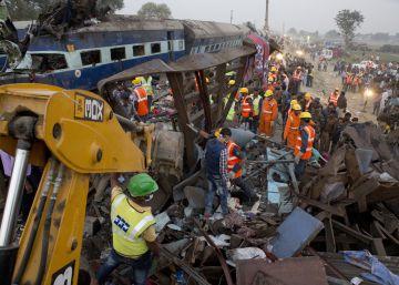 Más de 140 muertos al descarrilar un tren al norte de India