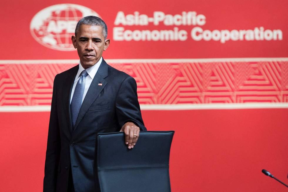 Obama, antes de tomar asiento en el foro de la APEC en Perú.