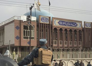 Más de 30 muertos en un atentado suicida contra una mezquita en Kabul