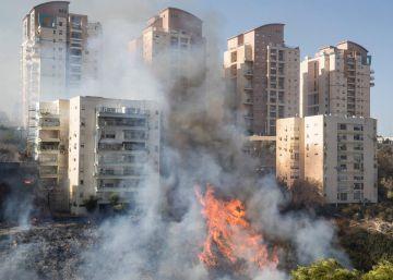 Los incendios forestales obligan a evacuar a 60.000 habitantes en el norte de Israel