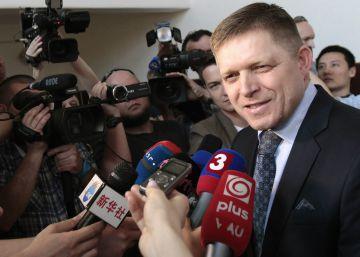 """El primer ministro eslovaco llama """"sucias prostitutas"""" a periodistas críticos"""
