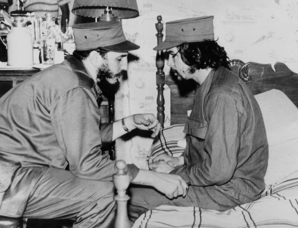 FOTOGALERÍA | MEDIO SIGLO DE HISTORIA EN IMÁGENES | En la fotografía, Fidel Castro y Ernesto Che Guevara, en 1959 en La Habana.