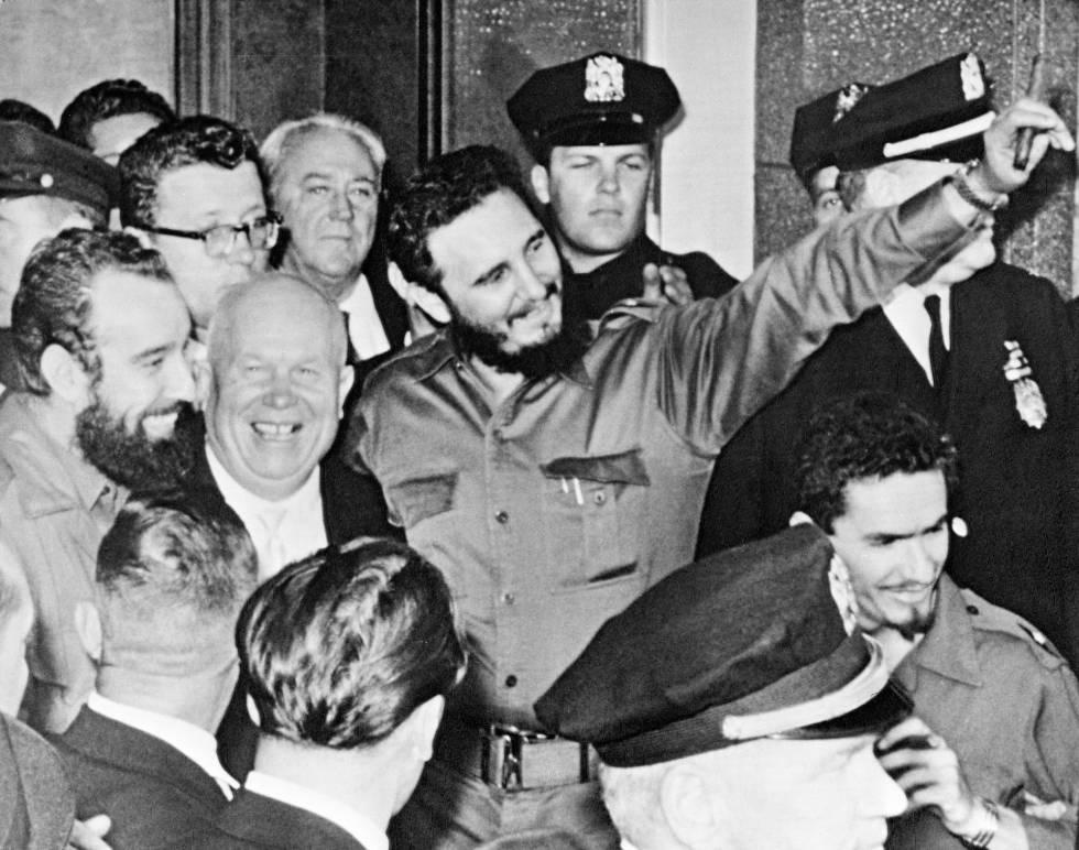 Fidel Castro, en su primera visita a ONU en 1960, junto a Nikita Kruschev.