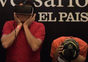 La exposición de los 40 años de EL PAÍS en México recibe 1.500 visitantes en un día