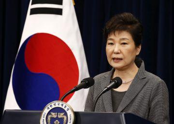 La criticada presidenta surcoreana pone su cargo a disposición del Parlamento