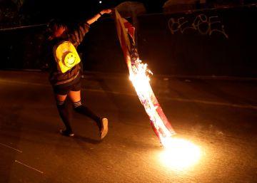 Trump propone encarcelar o retirar la nacionalidad a quien queme la bandera de Estados Unidos