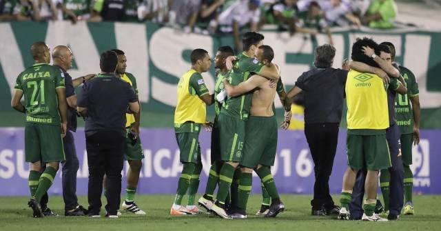 El equipo del Chapecoense celebrate un triunfo.