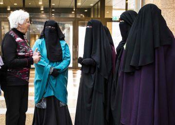 El Congreso holandés prohíbe el uso de burka en espacios públicos