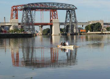 La limpieza del río más contaminado de Argentina está paralizada