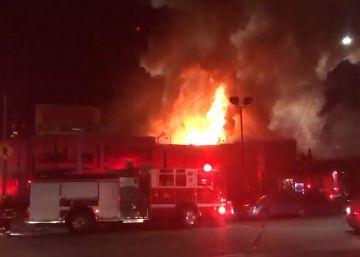 Imagen del incendio facilitada por el cuerpo de bomberos de Oakland.