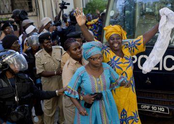 Gambia libera al jefe de la oposición y a otros 18 presos políticos