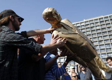Tel Aviv 'derriba' la efigie dorada del 'rey Bibi'