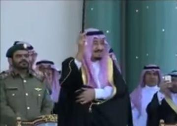 El rey Salmán de Arabia Saudí se marca un baile