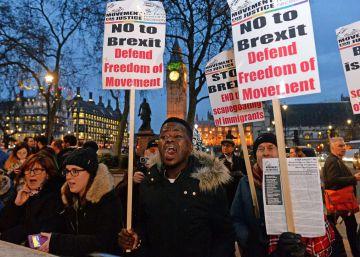 May cede a las presiones y hará pública la hoja de ruta para el 'Brexit'