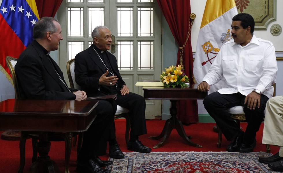 Pietro Parolin, el obispo Diego Padrón y Nicolás Maduro en 2013.