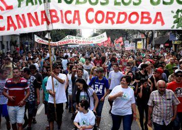 Cultivadores de marihuana marchan en Argentina para evitar más detenciones