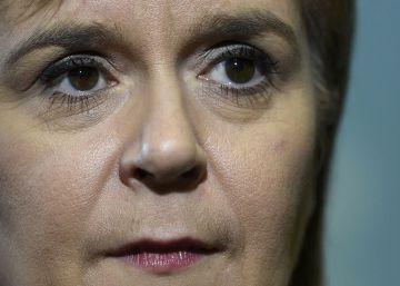 Trump habla con la líder de Escocia, defensora de la independencia