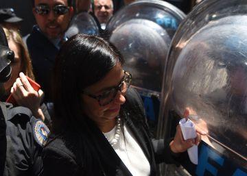 La canciller de Venezuela denuncia agresiones físicas de la policía argentina