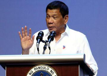 """Duterte: """"Maté a tres, pero no se cuántas balas de mi arma impactaron en ellos"""""""