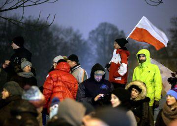 Bruselas eleva la presión a Polonia pero sin aplicar medidas drásticas