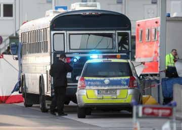 A police car stands next to an U.S. Army bus in front of Frankfurt airport March 2, 2011. Two people were killed and two injured in an incident at Frankfurt airport, a spokesman for airport operator Fraport said on Wednesday. The spokesman said the incident happened in a U.S. Army bus in front of the airport's Terminal 2. He could not confirm media reports that said there had been a shooting at the airport. REUTERSRalph Orlowski (GERMANY - Tags: POLITICS CIVIL UNREST)