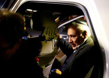 El expresidente israelí Katsav, condenado por violación en 2010, sale de la cárcel
