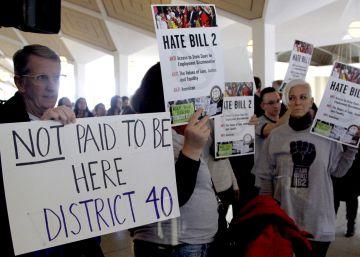"""El intento de eliminar la """"ley de baños"""" anti-LGTB fracasa en Carolina del Norte"""