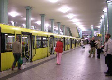 Intentan quemar vivo a un indigente en el metro de Berlín