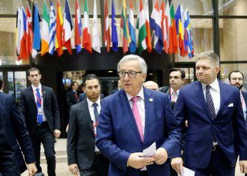 Juncker reclama a Google y Facebook más contundencia con las noticias falsas
