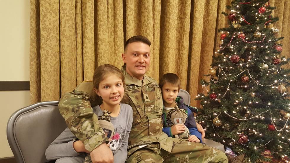 Dimitar Dzherikarov con sus dos hijos.