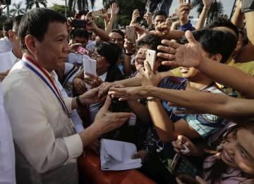 Duterte durante el homenaje a José Rizal, el héroe de la independencia filipino. El presidente del país goza de una popularadid cercana al 90%, según las últimas encuestas.