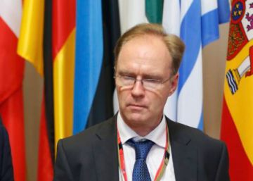 El embajador de Reino Unido en la UE dimite a pocas semanas de la activación del 'Brexit'