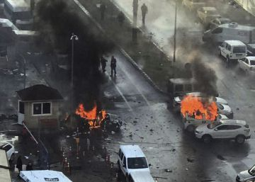 Almenys dos morts i deu ferits en un atemptat amb cotxe bomba a l'oest de Turquia