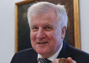 El líder de la CSU y socio de Merkel pide límites a la acogida de refugiados