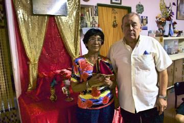 Juliana y Miguel Rodríguez conservan la imagen más antigua del barrio.