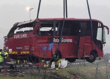 Cuatro muertos y 28 heridos al chocar un autobús en la 'carretera de la muerte' de Francia